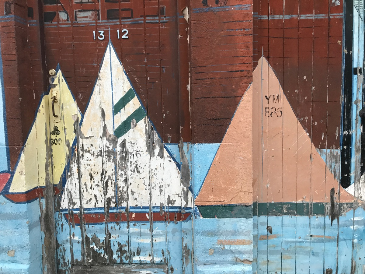 how-to-become-a-boat-builder-boat-painting-wood-Harwich-SaltyJobs